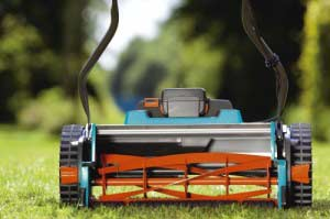Gardena Rasenmäher eignen sich gut zum Schneiden von Rasenkanten (Darstellung zeigt Sichelmäher)